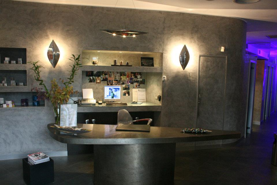 Sun company solarium milano la reception for Arredamento reception estetica